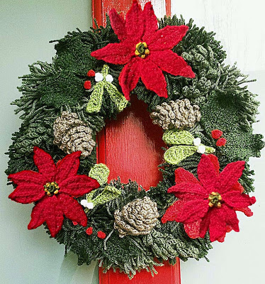 christmas yarn wreath, christmas wreath, knitted wreath, crochet wreath, yarn xmas wreath, hand-made decorations